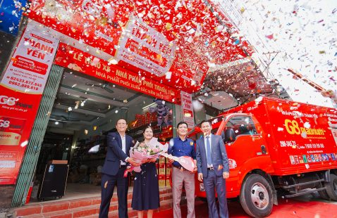VIETNAM STAR HANDS OVER 2.5-TON TRUCK TO EXCELLENT DISTRIBUTOR MEETING THE TARGET OF 2019