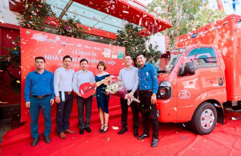 VIETNAM STAR PRESENTED TRUCK TO NHUNG HIEP DISTRIBUTOR-HA NOI